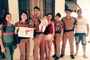 PMs visitam bebê que ajudaram a salvar