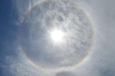 Halo solar é observado no céu de Douradina