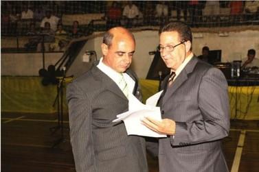 Delfino Marques assume Prefeitura de Tapira e diz que vai honrar mandato