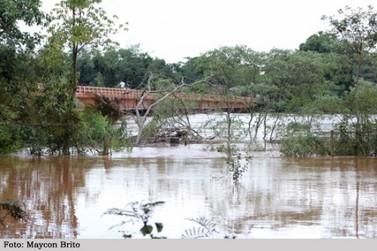 Ponte sobre o Rio Ivaí na PR- 492 entre Paraíso do Norte e Rondon pode ser interditada a qualquer momento