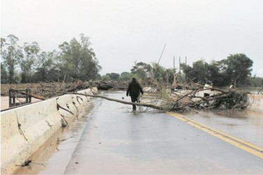 Ponte do rio Ivaí na PR-323 sentido Maringá deve ser liberada hoje