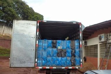 Policia militar de Pérola apreende caminhão com cerca de 250 caixas de cigarro e veiculo de batedor