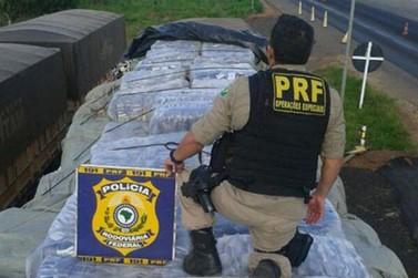 PRF de Porto Camargo apreende carreta com roupas importadas ilegalmente