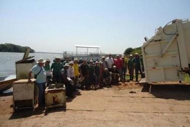 Atividade Rio + Limpo recolhe lixo no rio Paraná