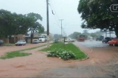 Chuva forte causa transtornos e prejuízos em Querência do Norte
