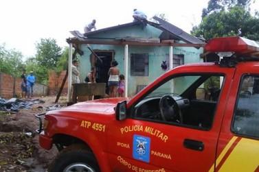 Temporal com vento forte e granizo destelha casas em Iporã