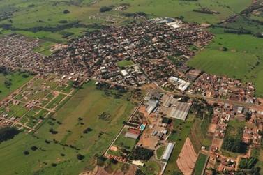 Douradina tem 8.007 habitantes em 2013, segundo estimativas do IBGE