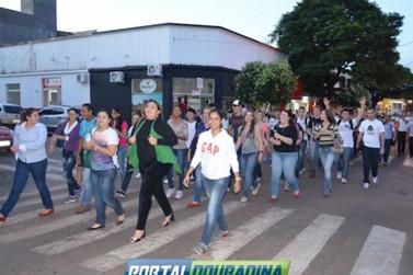 Universitários Douradinenses protestam por Subvenção Social no transporte até Umuarama