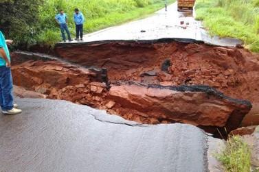Rodovia se rompe entre Cruzeiro do Oeste e Goioerê