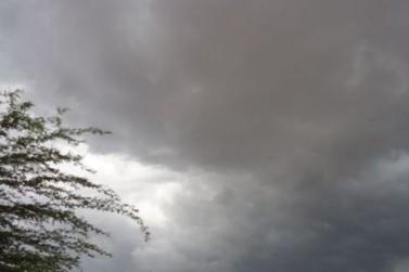 Semana começa com pancadas de chuva e terá temperaturas amenas