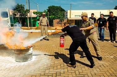 Servidores de Penitenciária de Cruzeiro fazem curso de Brigada de Incêndio