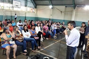 Após anos de espera, professores recebem por resultados do IDEB