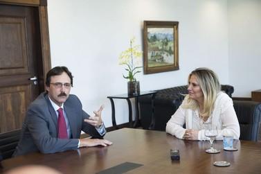 Cida recebe o novo diretor-geral brasileiro da Itaipu Binacional