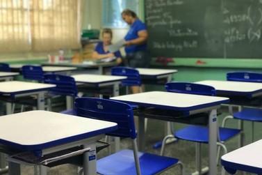 Professores de Foz fazem assembleia para revisar plano de carreira