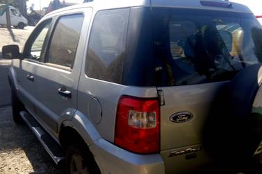 Carro com placas de Foz é apreendido com mais de R$ 88 milhões em débitos