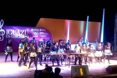 Estudantes do Zimbábue apresentam ritmos africanos na Feirinha da JK