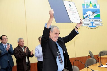 Jornalista Doniseti Melo recebe o título de cidadão honorário de Foz do Iguaçu