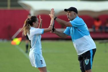 Técnico Roberto Costa deixa o comando do Foz Cataratas Futebol Feminino