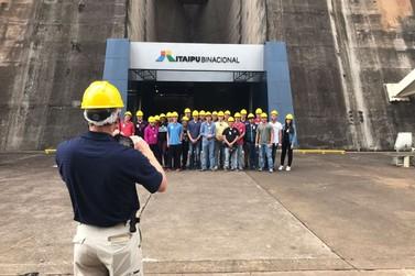 Alunos da Texas Tech University visitam a maior hidrelétrica do mundo