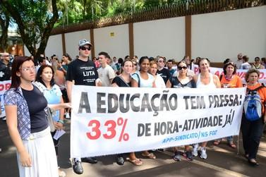 Educadores de Foz acompanham votação da hora-atividade no TJ-PR