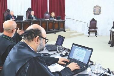 TCE aplica 26 multas a ex-prefeito e servidores de Foz do Iguaçu
