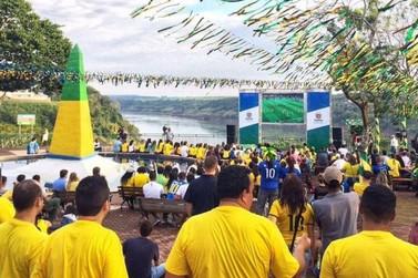 Torça para o Brasil na Copa do Mundo no Marco das Três Fronteiras