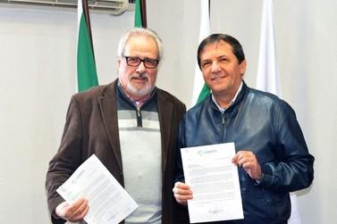 Codefoz entrega ao prefeito Chico deliberações sobre lojas francas