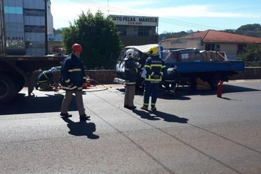 Motorista fica preso às ferragens e morre em grave acidente na BR-277