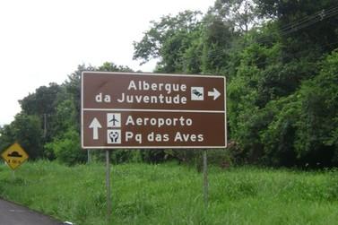 Sinalização turística de Foz do Iguaçu receberá padronização e melhorias