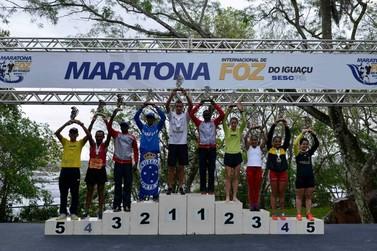 Brasileiro e queniana vencem maratona internacional em Foz do Iguaçu