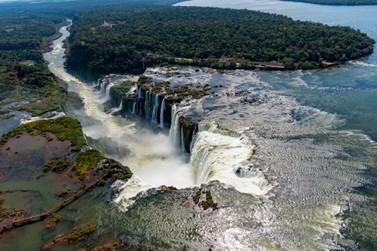 Expedição analisa qualidade da água do Iguaçu e mobiliza sociedade em geral