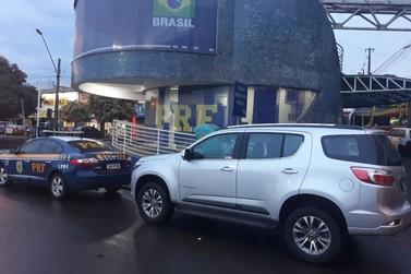 Polícia prende mulher dirigindo veículo roubado na Ponte da Amizade
