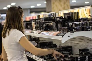 """SA Shop realiza a última """"feirinha"""" do ano com descontos de até 90%"""
