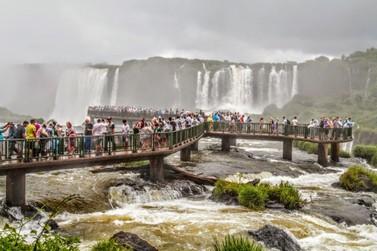 Cataratas e Marco das 3 Fronteiras batem recorde de visitação no último feriadão