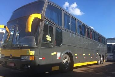 Dois ônibus são retidos durante fiscalização da Operação Muralha na BR-277