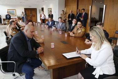 Governadora assina decreto que cria colégio da PM em Foz do Iguaçu