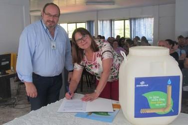 Sanepar e Núcleo de Educação fazem parceria para coleta de óleo de cozinha