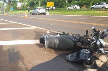 Jovem morre em acidente entre carro e moto na Avenida das Cataratas