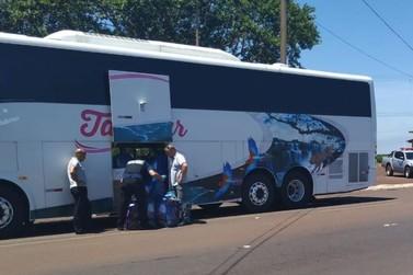 Ação na BR-277 retém dois ônibus e uma van carregados com mercadorias