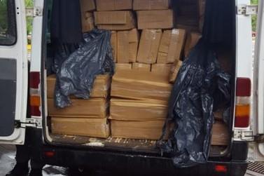 Gendarmeria apreende carga de camarão transportada em Van de turismo