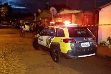 Jovem tenta fugir, mas é assassinado a tiros por ocupantes de veículo