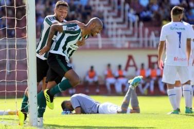 Na estreia do Paranaense, Foz do Iguaçu Futebol Clube é goleado pelo Coritiba