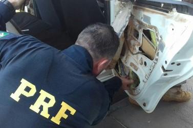 PRF prende taxista gaúcho com maconha em fundo falso de veículo