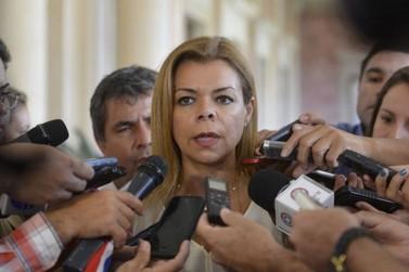 Após protesto e muita confusão, prefeita de CDE é destituída do cargo