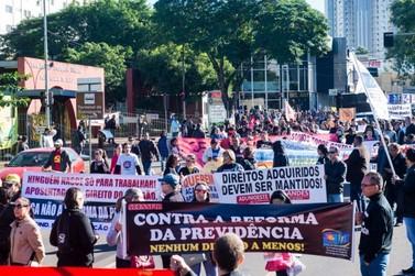 Sindicatos de Foz do Iguaçu fazem protesto contra a reforma da Previdência