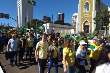 Ato em apoio ao presidente Jair Bolsonaro reúne manifestantes em Foz do Iguaçu