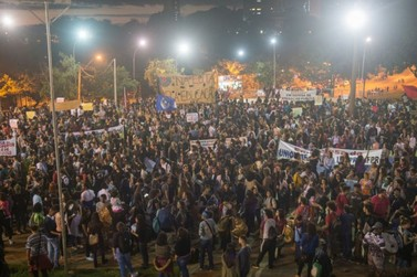 Em defesa da educação, estudantes ocupam ruas e praças de Foz do Iguaçu