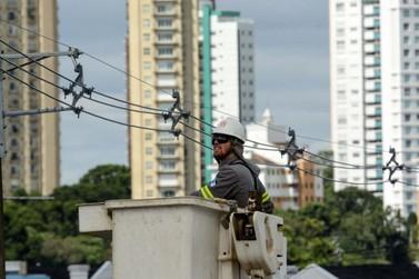Lei aprovada na Câmara impõe novas regras para fiação elétrica em vias públicas