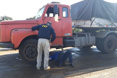 PRF realiza 'Operação Cruze Seguro' na aduana entre Brasil e Argentina
