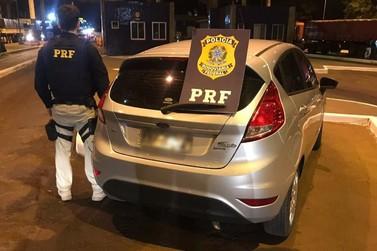 PRF recupera carro minutos após ter sido roubado em Foz do Iguaçu